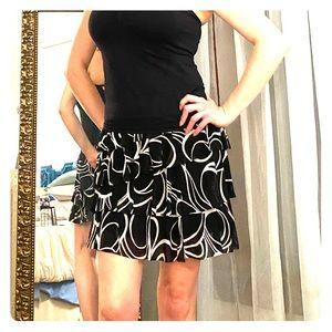 Black & White fun & flirty tiered skirt.